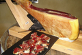 Porc Noir de Bigorre, Jambon entier avec l'os
