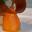 Poires pochées aux pistils de safran, tuile opaline