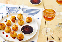 Brochettes de boulettes de poulet au cidre façon yakitori