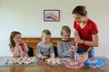 Macarons au jambon-buerre en apéritif pour l'anniversaire de tata Sophie - Photo gagnante du jeu-concous l'Incroyable Cousinade de Paysan Breton