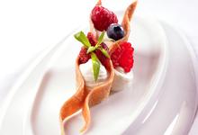 MILLE-FEUILLE DE FRUITS ROUGES CRÈME DIPLOMATE À LA Crème de Bresse
