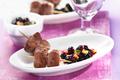 Brochettes d`Agneau avec Salsa de Myrtilles et Courgettes