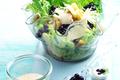Salade Caesar avec des myrtilles sauvages