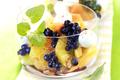 Salade de Fruits aux Myrtilles avec Vinaigrette Épicée