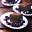 Dominos au chocolat avec sauce aux myrtilles à la cannelle