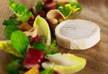 Cabécou du Périgord Rians, magret de canard fumé et copeaux de foie gras, vinaigrette à la clémentine