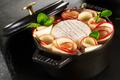 Mini-cocotte de Crottin de Chèvre Rians pommes de terre rôties au cidre fermier et pommes croquantes