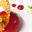 Pêche pochée à la verveine, coulis de framboise et tuiles aux amandes