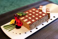 Gâteau pain épice orange bloc de foie gras saupoudrage poudre de cacao
