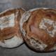 Grands pains semi-complets (Type 80) au levain, cuits au feu de bois.