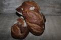 Grands pains complets (Type 150) au levain, cuits au feu de bois.
