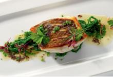 Bar sauvage rôti au beurre d'algue bio