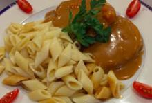 Chez Grill. Roti de porc sauce Madère