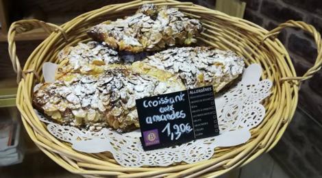 Boulangerie Pâtisserie Mercier. croissant aux amandes