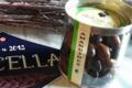 A Ricella. Amandes enrobées de chocolat lait et noir.