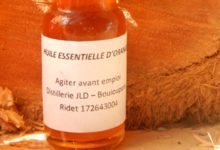 Distillerie De Boulouparis. Huile essentielle d'orange