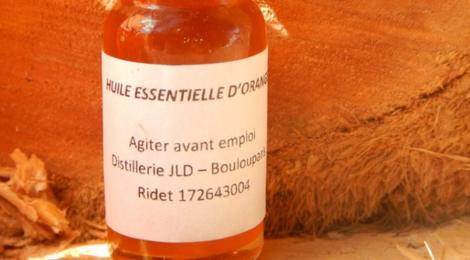 Distillerie De Boulouparis. Huile essentielle d'orange