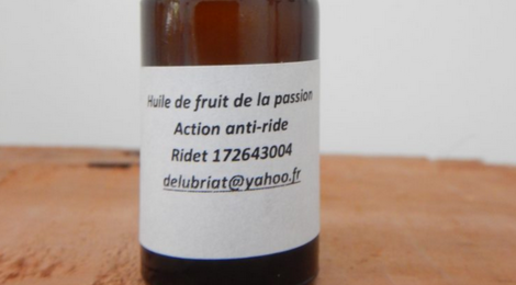 Distillerie De Boulouparis. Huile de fruit de la passion