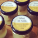 les mûres ont des abeilles. miel et noix