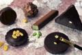 A Trianon, chocolatier confiseur. Les bouchées à la pâte d'amande