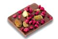 Chocolat au lait aux éclats de pistaches et pépites de framboises