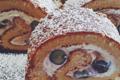 Cake roulé à la crème chantilly, marron et myrtille
