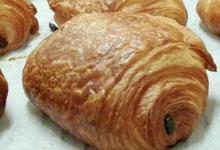 Boulangerie pâtisserie Lorette. Pain au chocolat