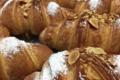 Pâtisserie François. croissant aux amandes