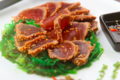 Tataki de thon, confit de piment végétarien et sa salade d'algues wakamé