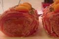 poitrine de veau farcie aux abricots bardée avec de la poitrine fumée
