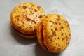 Les douceurs de l'hippodrome. Macaron orange et chocolat noir