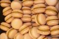 Macarons maison au caramel beurre salé