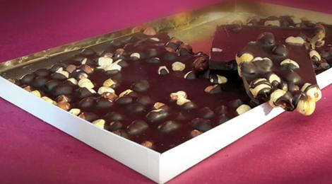 Chocolaterie De Larra. Tablette géante noisettes