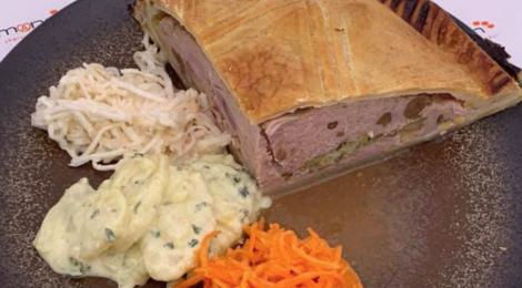 tourte aux filets de cailles et foie gras, crudités